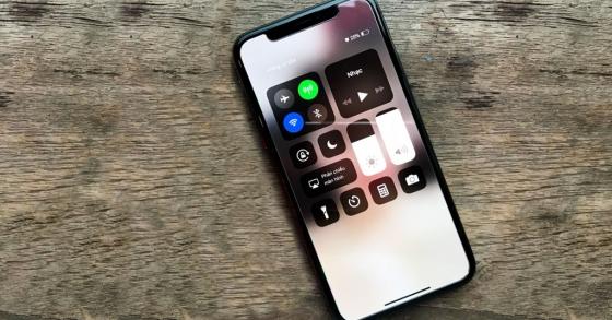 Sắm smartphone chụp hình đẹp du xuân 2018