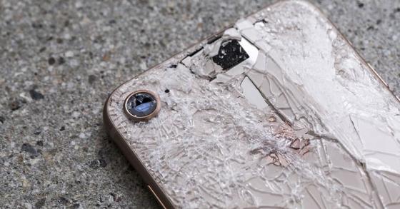 Chi phí thay mặt lưng kính của iPhone 8 cao gấp 3 lần giá thay màn hình