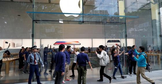 iPhone X: Trò tạo bom ma mãnh của Apple