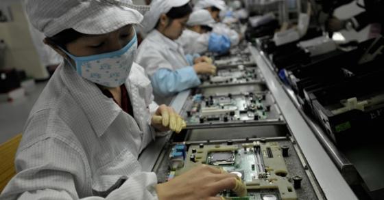 Công nhân lắp ráp iPhone nhảy lầu tự tử