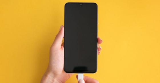 Bật cài đặt này sẽ sạc iPhone nhanh hơn