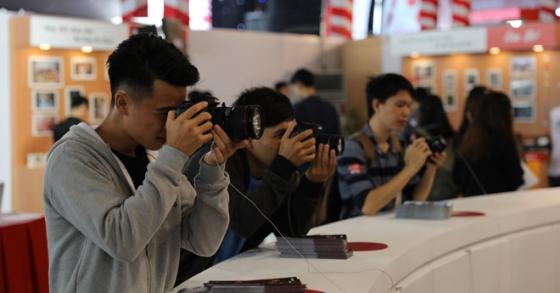 Phó giám đốc Canon: 'Doanh số máy ảnh chuyên nghiệp đang tăng trưởng'