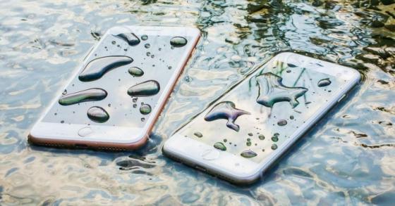 Những smartphone cao cấp có chống nước của năm 2017