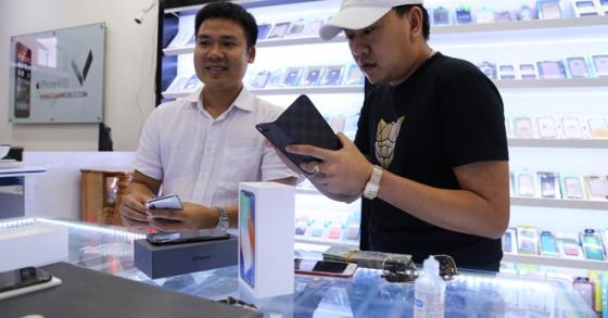Người Việt đầu tiên mua iPhone X: 'Ngày rớt chục triệu cũng cam'